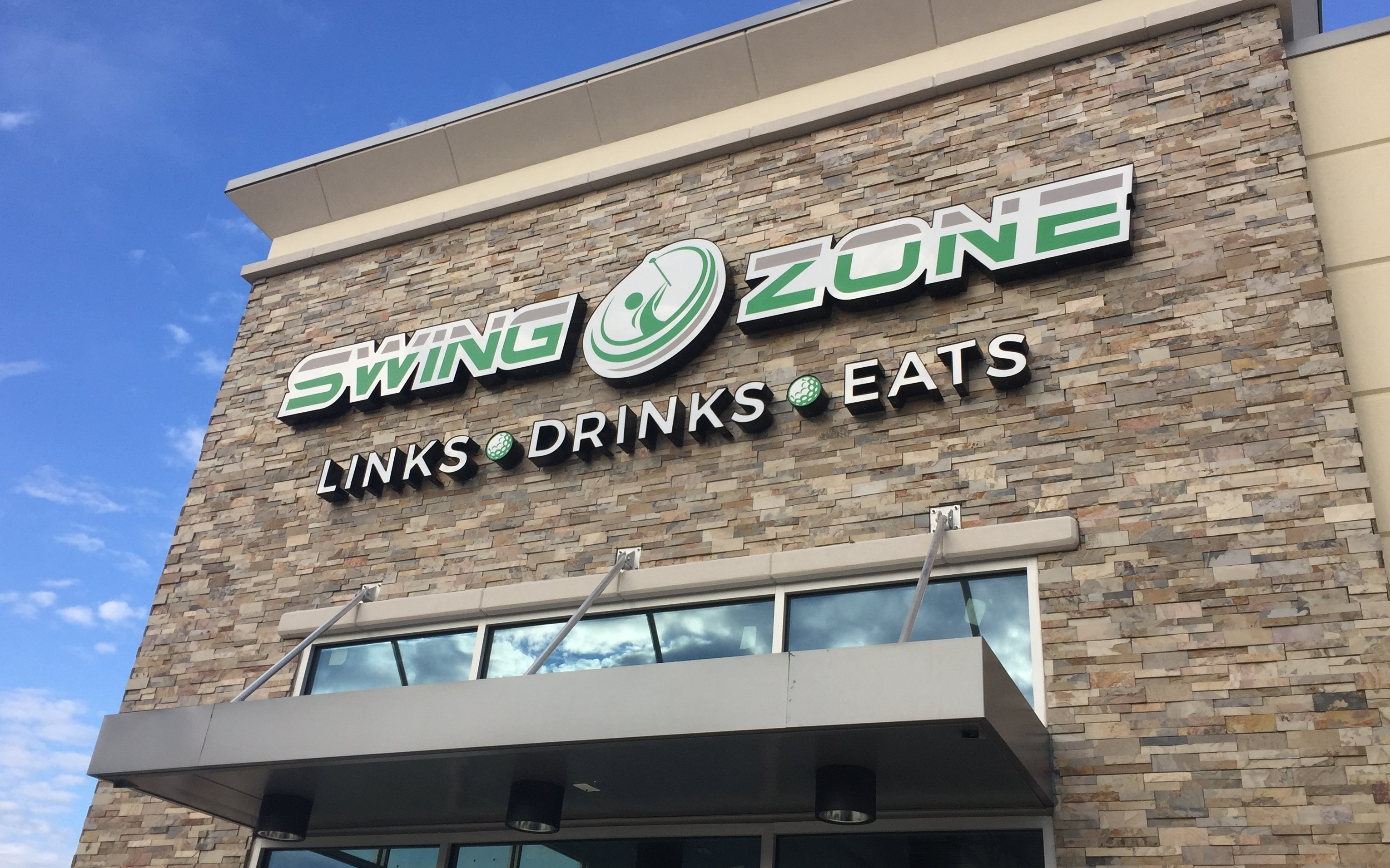 Outside Sign | Swing Zone Golf